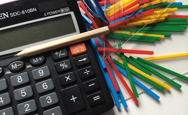 MEN chce, by uczniowie mogli mieć w smartfonie lub innym urządzeniu mobilnym aplikację potwierdzającej posiadanie legitymacji szkolnej. W piątek do konsultacji trafił projekt nowelizacji rozporządzenia w sprawie świadectw, dyplomów państwowych i innych druków szkolnych.