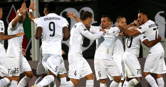 Beniaminek piłkarskiej ekstraklasy Zagłębie Sosnowiec pokonał na własnym stadionie Pogoń Szczecin 3:0 (1:0) w piątkowym meczu 3. Kolejki piłkarskiej Ekstraklasy.