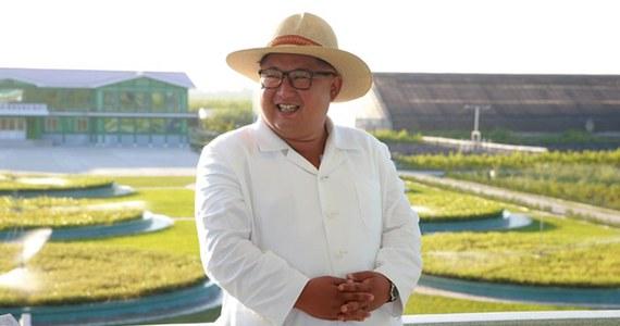 Korea Północna - mimo rezolucji Rady Bezpieczeństwa ONZ - nie zamierzała odstąpić od programu nuklearnego czy programu balistycznego - wynika z raportu autorstwa niezależnych ekspertów rozbrojeniowych, przedłożonego w piątek Radzie Bezpieczeństwa ONZ. Do przygotowanego na zlecenie Rady raportu, który opiera się na danych zebranych w ciągu sześciu miesięcy: od października 2017 do marca 2018 roku, dotarła agencja Reutera.