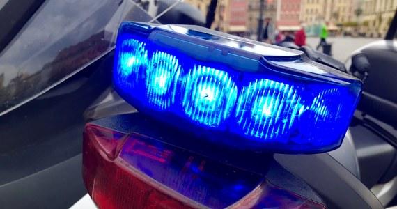 Prokuratura w Kutnie (Łódzkie) ma przesłuchać 38-latkę, która w piątek w miejscowości Łanięta zaatakowała nożem 28-letnią kobietę i jej 12-letniego siostrzeńca. Mimo podjętej akcji ratowniczej 28-latka zmarła w wyniku odniesionych ran.