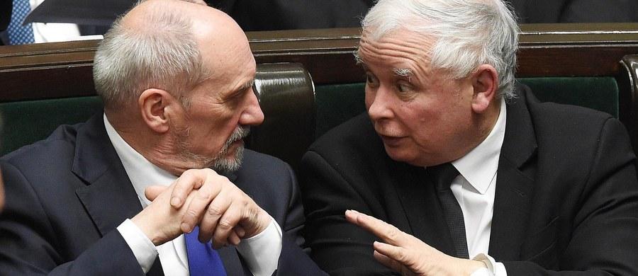 Nie mogę w tej chwili mówić o tym, dlaczego Antoni Macierewicz nie jest już ministrem obrony narodowej - mówił prezes PiS Jarosław Kaczyński podczas uroczystości zorganizowanych z okazji 70. urodzin Antoniego Macierewicza.