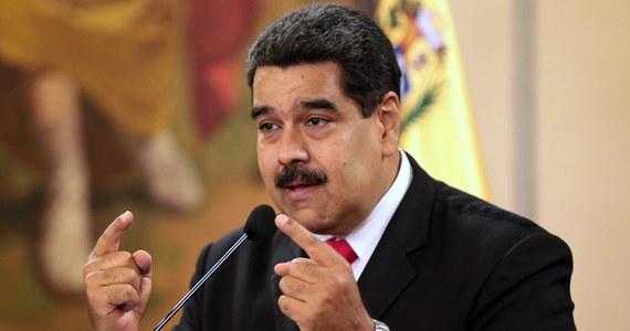 Prezydent Wenezueli Nicolas Maduro bez szwanku wyszedł z zamachu, który w sobotę został przeprowadzony na niego w czasie uroczystości wojskowej w stolicy kraju Caracas - poinformowało wenezuelskie ministerstwo komunikacji. Maduro o atak oskarżył kolumbijskiego prezydenta.