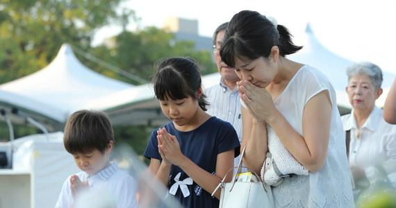 Minutą ciszy i apelem o świat bez broni jądrowej uczczono w poniedziałek rano czasu lokalnego w Hiroszimie pamięć ofiar bomby atomowej zrzuconej na to miasto 73 lata temu przez USA.