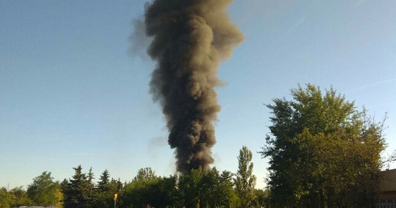 Pożar magazynu w miejscowości Piaski w powiecie bełchatowskim został ugaszony. W zakładzie produkującym biopaliwa zapaliło się jedno z pomieszczeń, gdzie przechowywano olej. Na szczęście nikomu nic się nie stało.