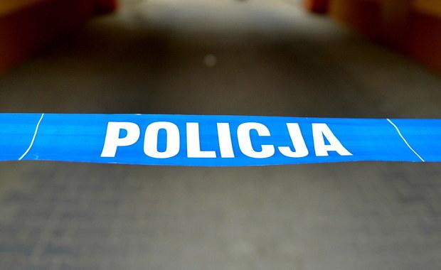 Zwłoki dwojga młodych osób  17-letniej dziewczyny i 22-letniego mężczyzny –znaleziono w Biskupicach na Lubelszczyźnie. Ciała odnalazł wuj, który poszedł do mieszkania sprawdzić, dlaczego nastolatka nie daje od kilku dni znaku życia.  Prokuratura nie wyklucza zatrucia dopalaczami.