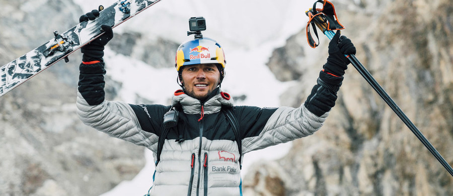 """""""K2 było w mojej głowie od 2 lat. Cały czas o tym myślałem. To był kawał pracy. Mnóstwo ludzi zaangażowanych, którym chciałbym podziękować. Bez tej pomocy to wszystko by się nie wydarzyło"""" – mówi w rozmowie z RMF FM po powrocie do kraju z wyprawy na K2 nasz narciarz ekstremalny Andrzej Bargiel. Zakopiańczyk, jako pierwszy w historii, dokonał pełnego zjazdu na nartach z drugiego co do wysokości szczytu świata. Teraz może już sobie pozwolić na wypoczynek, ale jak zaznacza - aktywny. """"Ja lubię sport i nie męczę się trenując. Tęsknię za ruchem. Może czas na jakieś nowe wyznawania, tym razem wodne"""" - podkreśla. W rozmowie z dziennikarzem RMF FM Michałem Rodakiem przyznaje też, że nie zmienił zdania i nie zamierza brać udziału w kolejnej zimowej wyprawie na K2. """"Zimą jeżdżę na nartach. To jest taki mój najlepszy czas i musiałbym z tego zrezygnować.  Nie jestem w stanie się na to zdecydować, nie czuję tego"""" - stwierdził."""