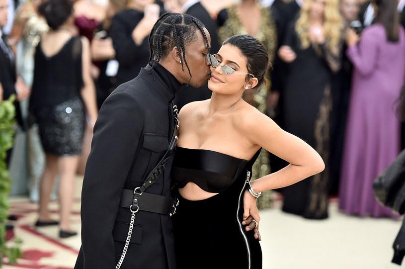 """Do sieci trafił teledysk """"Stop Trying To Be God"""", promujący nowy album Travisa Scotta """"Astroworld"""". Gościnnie wystąpiła w nim partnerka rapera Kylie Jenner."""