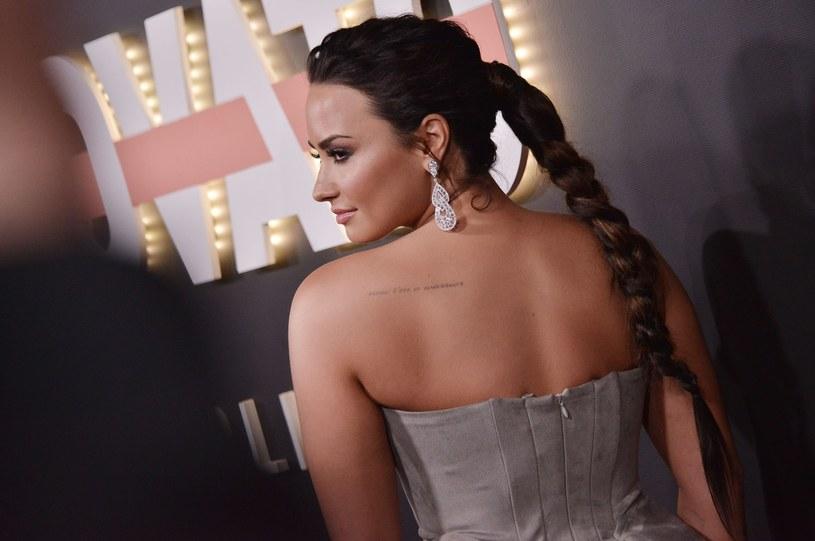 Amerykańskie media donoszą, że Demi Lovato opuściła szpital i rozpoczęła terapię odwykową. Wokalistka pod koniec lipca trafiła pod opiekę lekarzy po przedawkowaniu.
