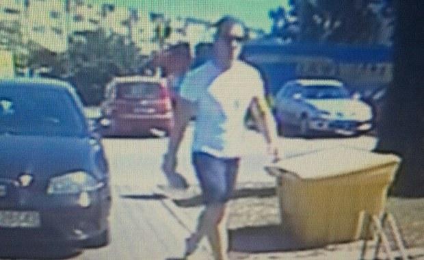 Policja szuka mężczyzny, który napadł na placówkę bankową w Śremie (woj. wielkopolskie). Funkcjonariusze proszą o kontakt osoby, które rozpoznają złodzieja.