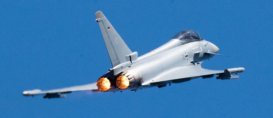 Ministerstwo obrony Estonii poinformowało w komunikacie, że poszukuje pozostałości pocisku rakietowego, pomyłkowo wystrzelonego przez myśliwiec sił powietrznych Hiszpanii podczas ćwiczeń NATO w estońskiej przestrzeni powietrznej.
