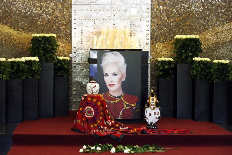 W Warszawie zakończył się pogrzeb Kory. Prochy wybitnej polskiej artystki pochowano na Cmentarzu Wojskowym na Powązkach w Warszawie. Na pogrzeb przybyli m.in. Magdalena Środa,  Jerzy Buzek, Wojciech Mann, Kuba Wojewódzki,  Adam Sztaba oraz Hanna Gronkiewicz-Waltz.