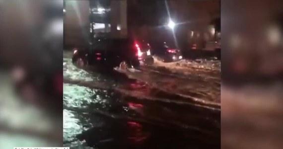 Toronto, Kanada. Ulewny deszcz zamienił ulice Toronto w rzeki. Władze miasta zamknęły niektóre ulice, ponieważ były całkowicie nieprzejezdne. Z powodu nawałnicy wysiadła jedna ze stacji transformatorowych pozostawiając około 16 tysięcy ludzi bez prądu.