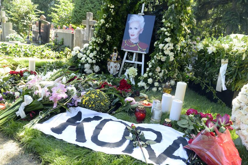 Ceremonia pogrzebowa Kory nie wszystkim przypadła do gustu. Prawicowi publicyści w mocnych słowach podsumowali uroczystość. Ich komentarze szybko spotkały się ze zdecydowaną reakcją.