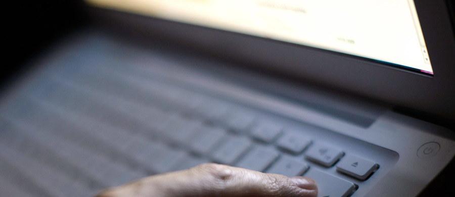 """Ministerstwo Finansów ostrzega przed fałszywymi e-mailami dotyczącymi korekty zeznania podatkowego. Autor tych wiadomości podszywa się pod pracownika Izby Administracji Skarbowej i informuje o kontroli przeprowadzonej przez fikcyjny """"Główny Urząd Kontroli Skarbowej w Warszawie"""" w sprawie zeznania podatkowego za rok 2017."""