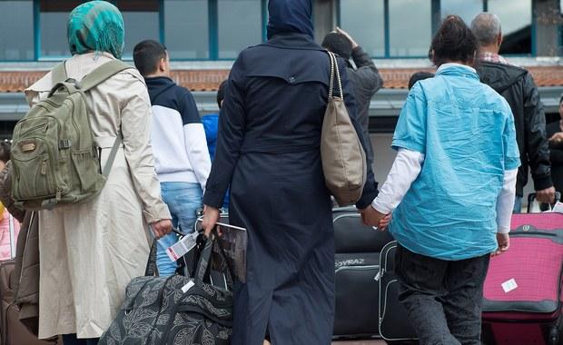 Madryt i Berlin osiągnęły porozumienie o odsyłaniu z niemieckich granic do Hiszpanii migrantów, którzy złożyli już wniosek o azyl w tym kraju - poinformowała w środę rzeczniczka niemieckiego MSW Eleonore Petermann.