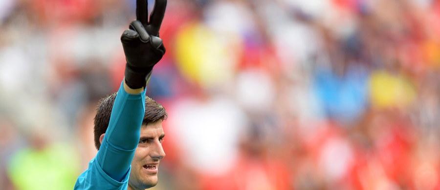Thibaut Courtois przenosi się do Realu Madryt - poinformował w środę wieczorem hiszpański klub. Oficjalna prezentacja nowego zawodnika zaplanowana jest na czwartek. Golkiper podpisze kontrakt na sześć sezonów.