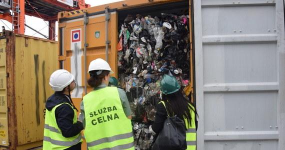 """Trzy brytyjskie firmy, zajmujące się wywozem śmieci, zostały objęte postępowaniem Brytyjskiej Agencji Środowiskowej dot. nielegalnego eksportu odpadów do Polski bez gwarancji ich przetworzenia - poinformował w czwartek dziennik """"The Telegraph""""."""