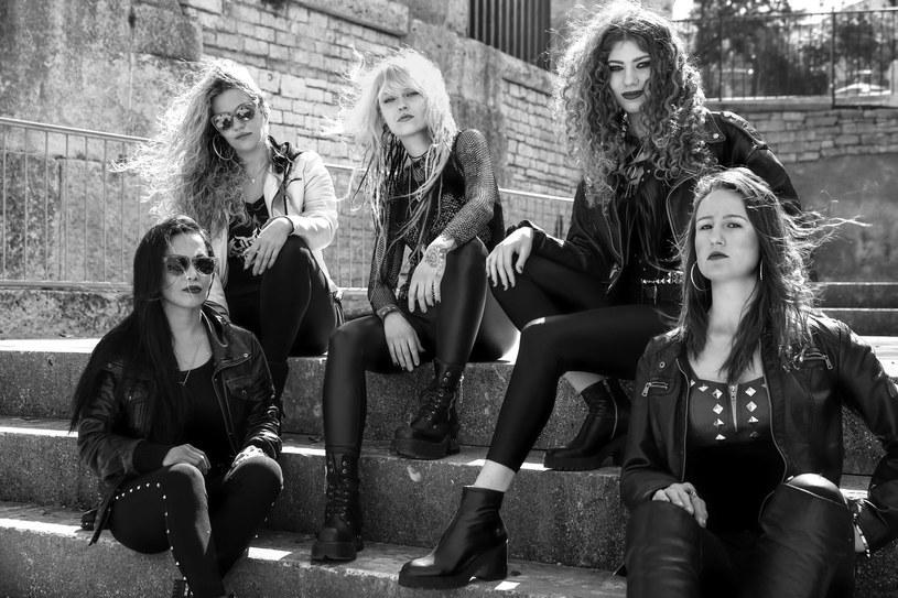 Żeńska, power / heavymetalowa grupa Burning Witches ze Szwajcarii zarejestrowała drugi album.