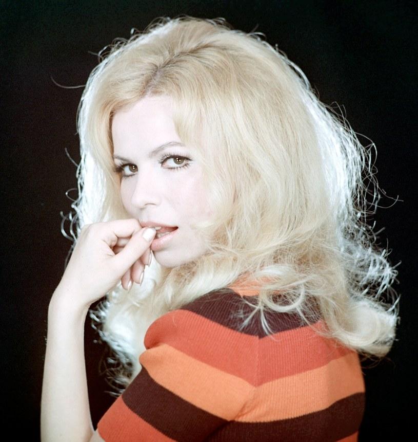 """Aktorka Irena Karel, znana z ról w takich obrazach jak: """"Pan Wołodyjowski"""", """"Chłopi"""", czy """"Kochaj albo rzuć"""", kończy w piątek, 10 sierpnia, 75 lat. Jedna z pierwszych seksbomb rodzimej kinematografii zyskała przydomek """"polskiej Brigitte Bardot""""."""