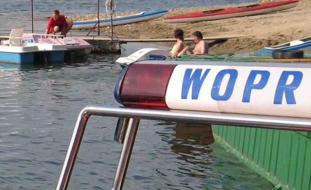 Zginęła radiostacja, apteczka i stroje ratowników. Nieznany sprawca okradł bazę WOPR-owców na kąpielisku Dziewoklicz w Szczecinie. Złodziei poszukuje policja.