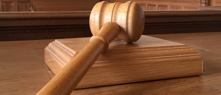 Orzeczenie Trybunału Sprawiedliwości Unii Europejskiej w sprawie pytań, które zadali sędziowie Sądu Najwyższego zapadnie w ciągu 3 do 15 miesięcy - ustaliła dziennikarka RMF FM. Unijny Trybunał zarejestrował w czwartek sprawę pytań polskich sędziów i nadał jej sygnaturę, po tym jak sprawa oficjalnie wpłynęła do Trybunału.