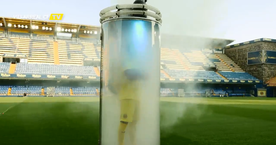 W czasie okienka transferowego kluby piłkarskie prześcigają się nie tylko w kontraktowaniu najlepszych zawodników, ale również w sposobie jaki prezentują nowych graczy. W rywalizacji o najciekawszą prezentację na prowadzenie wyszedł Villarreal, który przy pomocy magika oficjalnie przedstawił Santiego Cazorle jako swojego zawodnika.