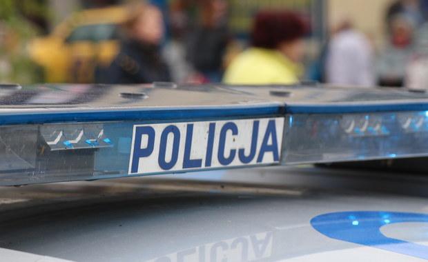 Straż miejska w Kaliszu wypatrzyła w nocy kąpiących się w fontannie przy placu Kilińskiego dwóch młodych mężczyzn. Kosztowało ich to po 100 zł mandatu - poinformowała rzecznik prasowy kaliskiej policji Anna Jaworska-Wojnicz.