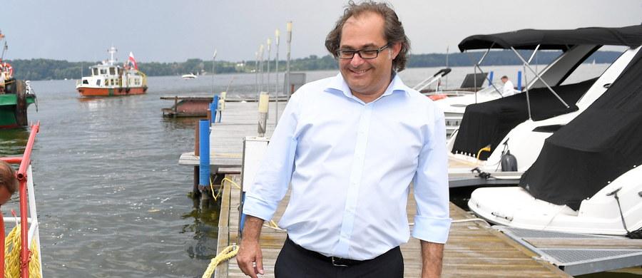 Minister gospodarki morskiej i żeglugi śródlądowej Marek Gróbarczyk krytykuje plan zakupu od Australii używanych fregat dla polskiej marynarki wojennej.