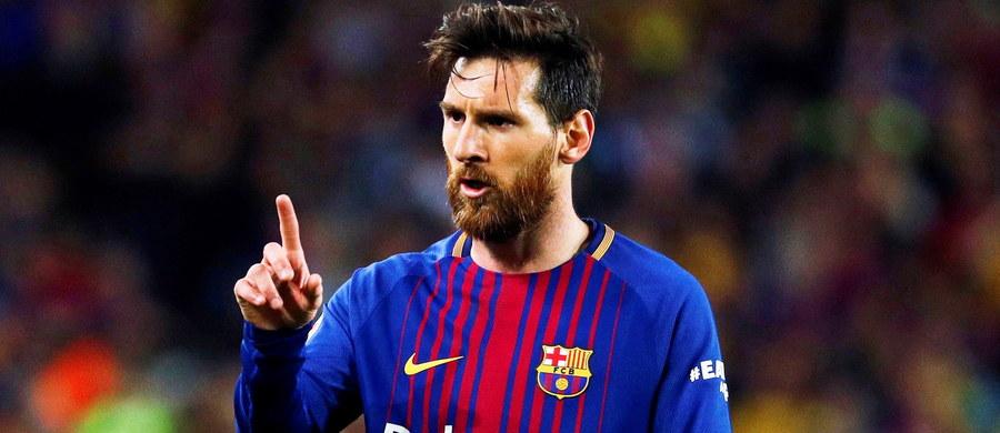 Argentyński piłkarz Lionel Messi po odejściu z klubu Andresa Iniesty został kapitanem mistrza Hiszpanii - Barcelony. Pełniący dotychczas tę funkcję doświadczony pomocnik przeniósł się niedawno do japońskiego zespołu Vissel Kobe.