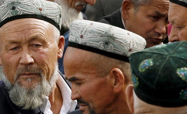 """Na piątkowym panelu ONZ poświęconym prawom człowieka przedstawicielka ONZ Gay McDougall wskazała, że ma wiele wiarygodnych danych świadczących o tym, że w Chinach milion etnicznych Ujgurów jest przetrzymywanych w obozach """"reedukacji politycznej""""."""