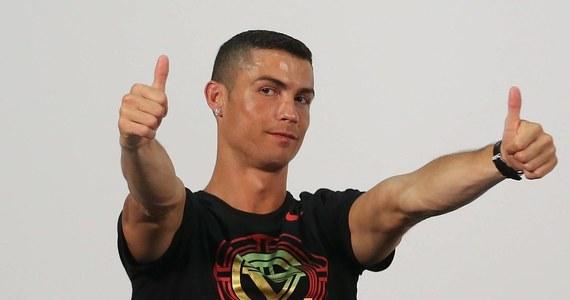 """Po tym, jak Cristiano Ronaldo porozumiał się z hiszpańskim fiskusem i spłacił większą część z 18,8 mln euro zaległego zadłużenia, organ podatkowy uznał, że piłkarzowi należy się zwrot ponad 2 mln euro - poinformowała gazeta """"El Mundo""""."""