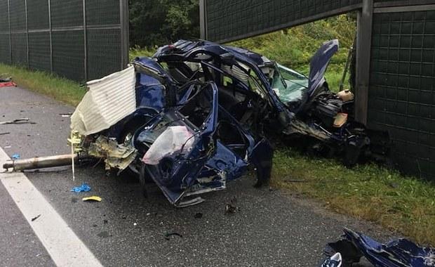 Dwie osoby zginęły, trzy zostały ranne w wyniku wypadku, do jakiego doszło na obwodnicy Bochni w Małopolsce. Po wypadku zablokowana jest DK 94 na trasie Tarnów - Kraków. Policja wyznaczyła objazd ulicami Bochni.