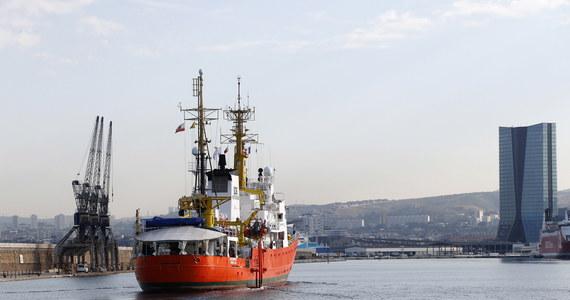 """Statek organizacji pozarządowych Aquarius """"nigdy nie zobaczy włoskiego portu"""" - oświadczył wicepremier i szef MSW Włoch Matteo Salvini. Ogłosił, że jednostka ze 142 migrantami uratowanymi na Morzu Śródziemnym nie zostanie wpuszczona do Włoch."""