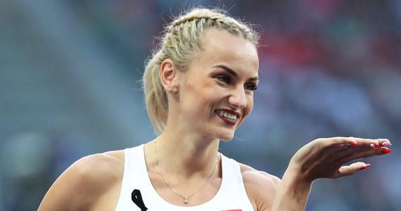 """Justyna Święty-Ersetic przeszła w Berlinie do historii polskiej lekkoatletyki zdobywają w 1,5 godziny dwa złote medale na 400 i 4x400 m. """"Na stadionie była ze mną cała rodzina - wszyscy najbliżsi. Wzruszyłam się już idąc w bloki"""" - powiedziała Polka. Święty-Ersetic (AZS AWF Katowice), która wynikiem 50,41 zdobyła w biegu na 400 m złoty medal, po 98 minutach znów stanęła na starcie w biegu rozstawnym. To ona przejęła od Patrycji Wyciszkiewicz pałeczkę i ruszyła na ostatnie okrążenie. Biało-czerwone i w rywalizacji drużynowej stanęły na najwyższym stopniu podium - udowadniając swoją niezwykłą odporność psychiczną i fizyczną."""