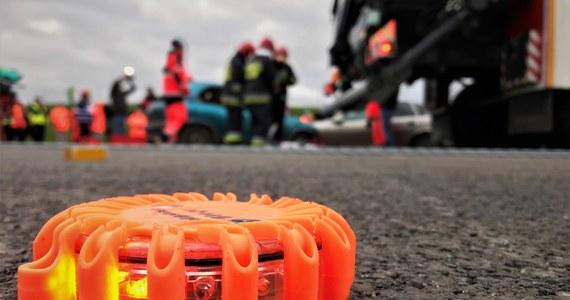 W szpitalu zmarła dziś 11-latka, która ucierpiała w sobotnim wypadku w miejscowości Wolica Pusta w Wielkopolsce. Zderzyły się tam dwa samochody osobowe.