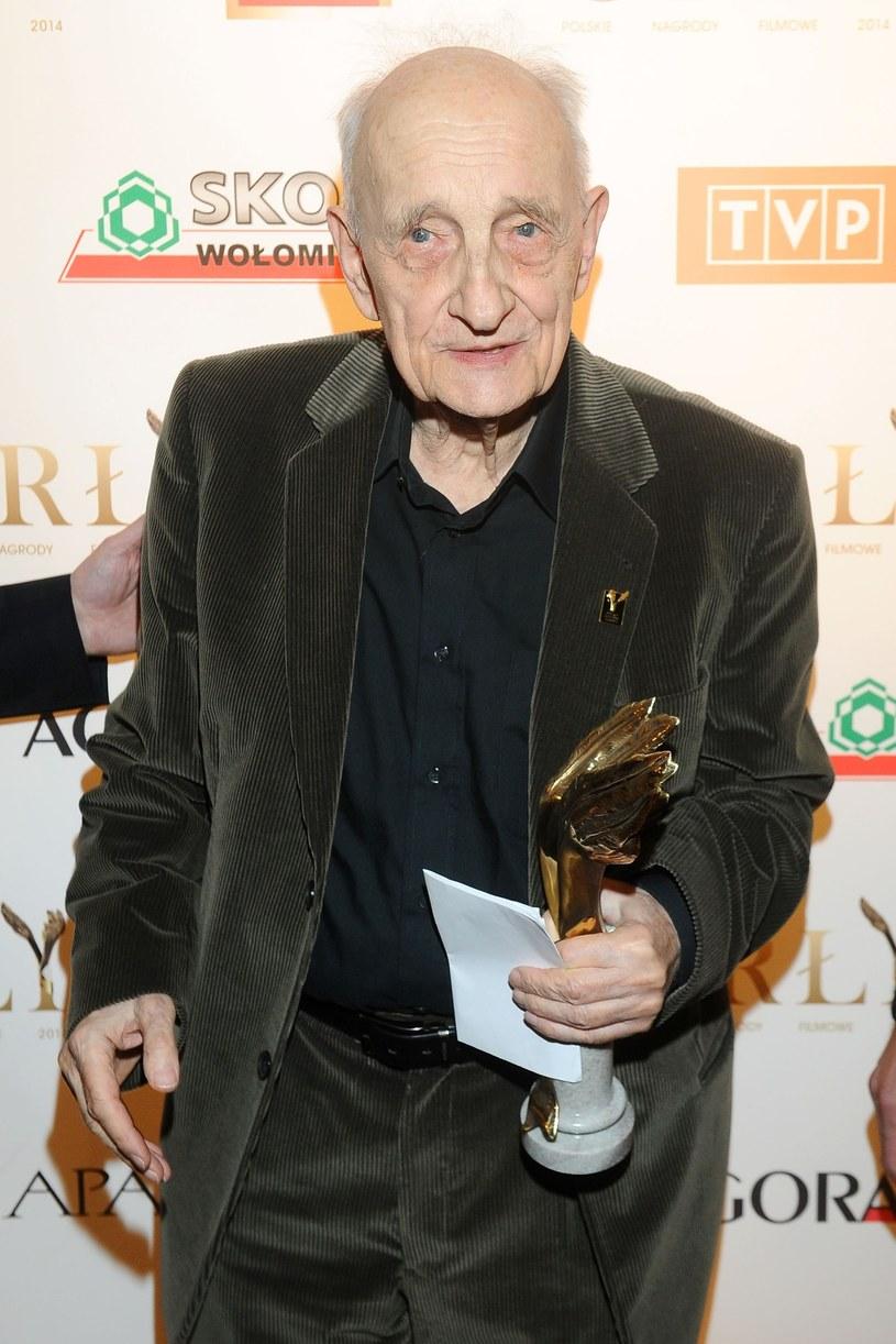 Kazimierz Karabasz - definiowany przez wielu jako klasyk, twórca polskiej szkoły dokumentu - będzie nie do zastąpienia; legendy rodzą się raz na kilkadziesiąt lat - powiedział PAP dyrektor Polskiego Instytutu Sztuki Filmowej Radosław Śmigulski.