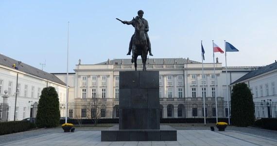W poniedziałek po godz. 16:30 w Pałacu Prezydenckim rozpoczęło się spotkanie prezydenta Andrzeja Dudy z sygnatariuszami listu zawierającego apel o zawetowanie nowelizacji Kodeksu wyborczego, dotyczącej ordynacji wyborczej do Parlamentu Europejskiego.