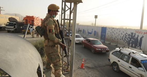 Co najmniej 120 osób, w tym członkowie afgańskich sił bezpieczeństwa i cywile, zginęło od czwartku wieczorem w zaciekłych walkach z talibami w mieście Ghazni na wschodzie Afganistanu - poinformował minister obrony tego kraju Tarik Szah Bahrami.