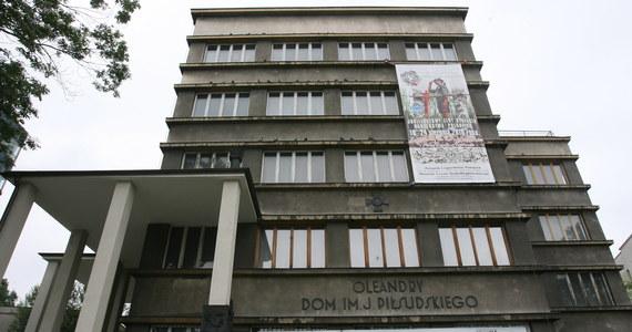 Drugie wejście komornika do Domu im. Józefa Piłsudskiego przy alei 3 Maja 7 w Krakowie zakończyło się wczoraj połowicznym sukcesem: zajął on jedno pomieszczenie na pierwszym piętrze.