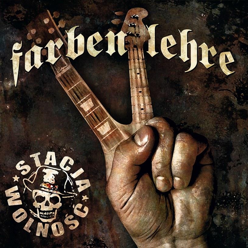 """""""Walczymy muzyką, uzbrojeni w rymy, mamy piosenki, a nie karabiny..."""" - tak swój nowy album """"Stacja Wolność"""" zapowiada punkrockowa grupa Farben Lehre. Premiera płyty - 1 września."""