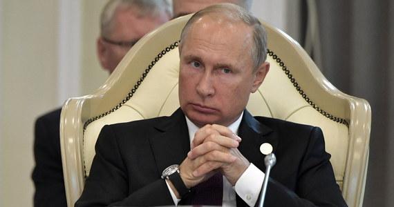 W depeszy z okazji 73. rocznicy wyzwolenia Półwyspu Koreańskiego spod okupacji japońskiej (1910-1945) prezydent Rosji Władimir Putin wyraził chęć spotkania się z przywódcą KRLD Kim Dzong Unem - podała Koreańska Centralna Agencja Prasowa (KCNA).