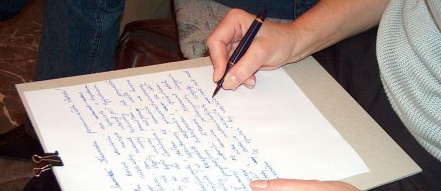 Iryna Belskaya z Białorusi została Cudzoziemską Mistrzynią Języka Polskiego. Dyktando pisało ponad 200 obcokrajowców, głównie uczniów letniej szkoły języka, literatury i kultury polskiej w Uniwersytecie Śląskim w Cieszynie. Zwyciężczyni nie popełniła błędów. W nagrodę otrzymała zaproszenie do bezpłatnego udziału w przyszłorocznych zajęciach.