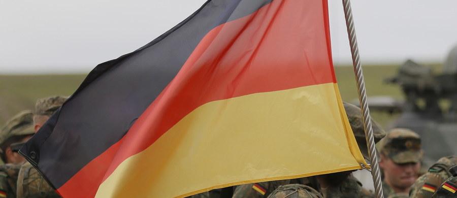 """Rząd Niemiec przyjął w środę projekt ustawy, wprowadzającej """"trzecią płeć"""", obok męskiej i żeńskiej. Owa trzecia płeć ma być wpisywana do księgi stanu cywilnego jako """"divers"""" (inna, odmienna)."""