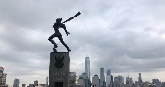 Mieszkańcy Jersey City złożyli wystarczającą liczbę podpisów pod petycją o referendum w sprawie odrzucenia uchwały dotyczącej przeniesienia Pomnika Katyńskiego z Exchange Place. Konsul RP Maciej Golubiewski ostrzega, że nie zapewnia to trwałej obecności pomnika w tym miejscu.
