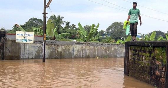 Do 67 wzrosła liczba ofiar śmiertelnych powodzi i osunięć ziemi, do których doszło w ostatnich dniach w stanie Kerala na południowym zachodzie Indii - poinformowały lokalne władze. Ponad 50 tys. ludzi musiało opuścić swoje domy.