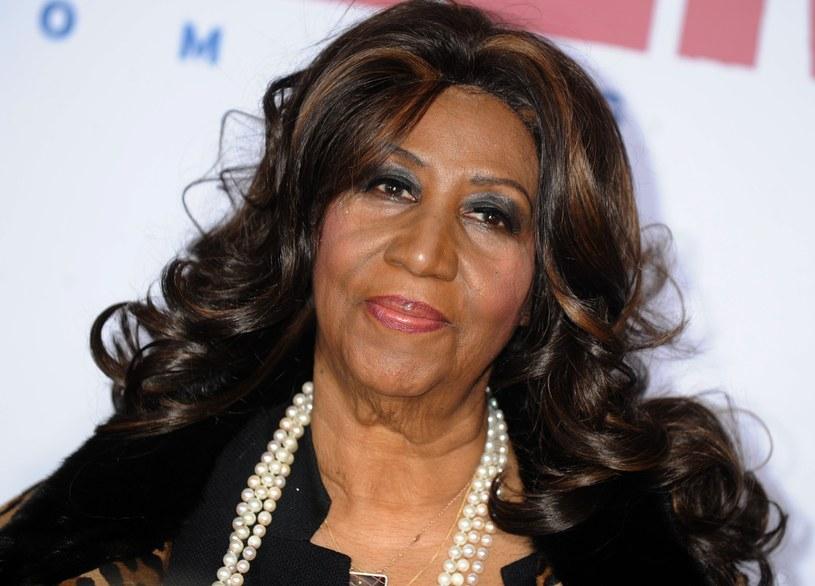 Według najnowszych informacji Aretha Franklin jest przytomna i świadoma swoich problemów ze zdrowiem. W tym samym czasie sieć obiegły doniesienia o specjalnym koncercie w hołdzie dla wokalistki. Moment ogłoszenia wydarzenia skrytykowano w sieci.