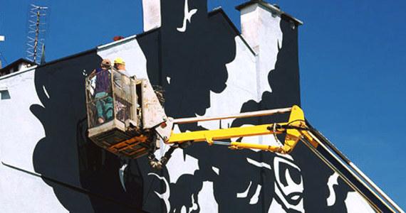 Już dzisiaj w Krakowie przy ulicy Dąbrowskiego zostanie odsłonięty niezwykły mural. Upamiętnia on historię Liberatora, samolotu bombowego zestrzelonego nad Krakowem w sierpniu 1944r. Na jego pokładzie znajdowali się angielscy żołnierze niosący pomoc Powstańczej Warszawie.