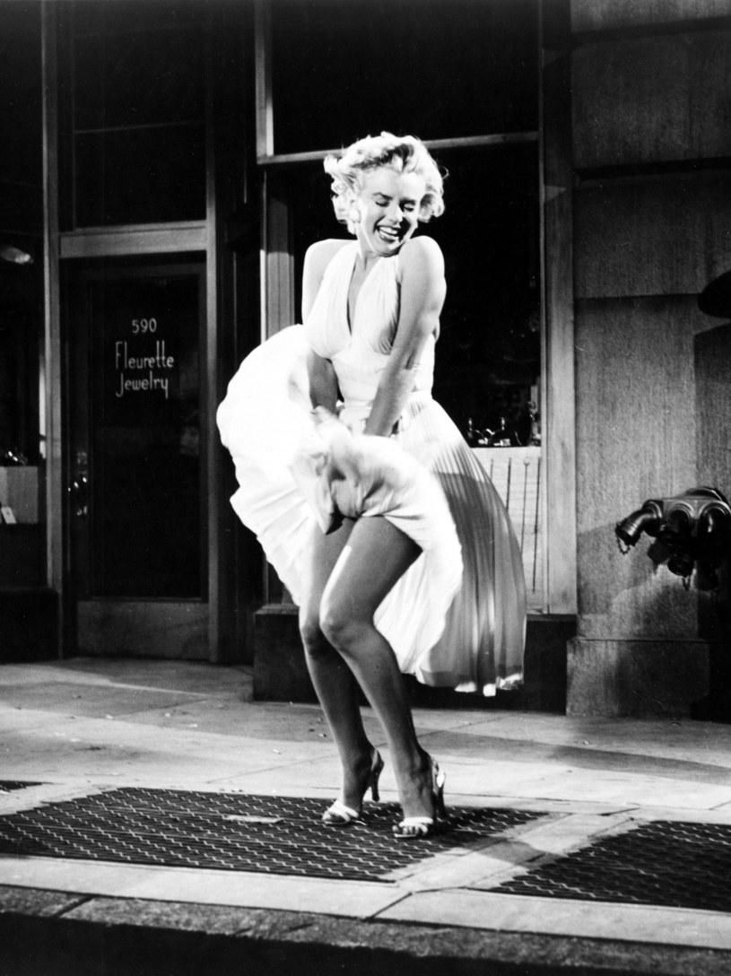 Sukienki należące do Marilyn Monroe, zdjęcie z jej autografem oraz inne pamiątki po zmarłej w 1962 r. aktorce, zostaną 18 sierpnia wyeksponowane w Beverly Hills przez dom aukcyjny Profiles in History. Trafią pod młotek podczas aukcji pod koniec października.