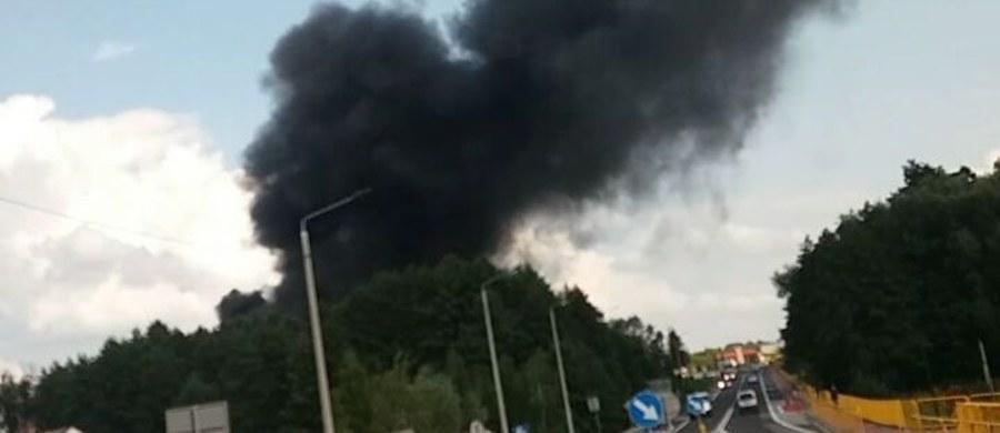 Duży pożar w Stopnicy w województwie świętokrzyskim. Pali się magazyn budowlany. Informację dostaliśmy na Gorącą Linię RMF FM.