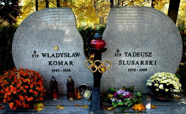 20 lat temu w wypadku drogowym zginęli wybitni polscy sportowcy - Władysław Komar i Tadeusz Ślusarski. Od 1999 roku mityng w Międzyzdrojach upamiętnia tych olimpijczyków. Władysław Komar zdobył olimpijskie złoto w pchnięciu kulą na igrzyskach w Monachium (1972), a Tadeusz Ślusarski był najlepszy w skoku o tyczce na igrzyskach w Montrealu (1976).